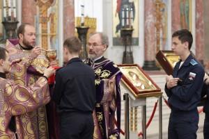 Курсанты и кадеты IT-школы Военной академии связи молились в Морском соборе Кронштадта