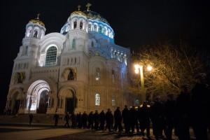 Курсанты Военной академии связи молились на Пасху в Кронштадтском Морском соборе