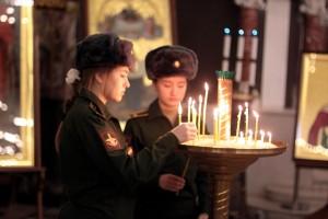 Первокурсники Военной академии связи молились в Никольском морском соборе Кронштадта-1