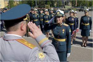 Вручение дипломов выпускникам Военной академии связи